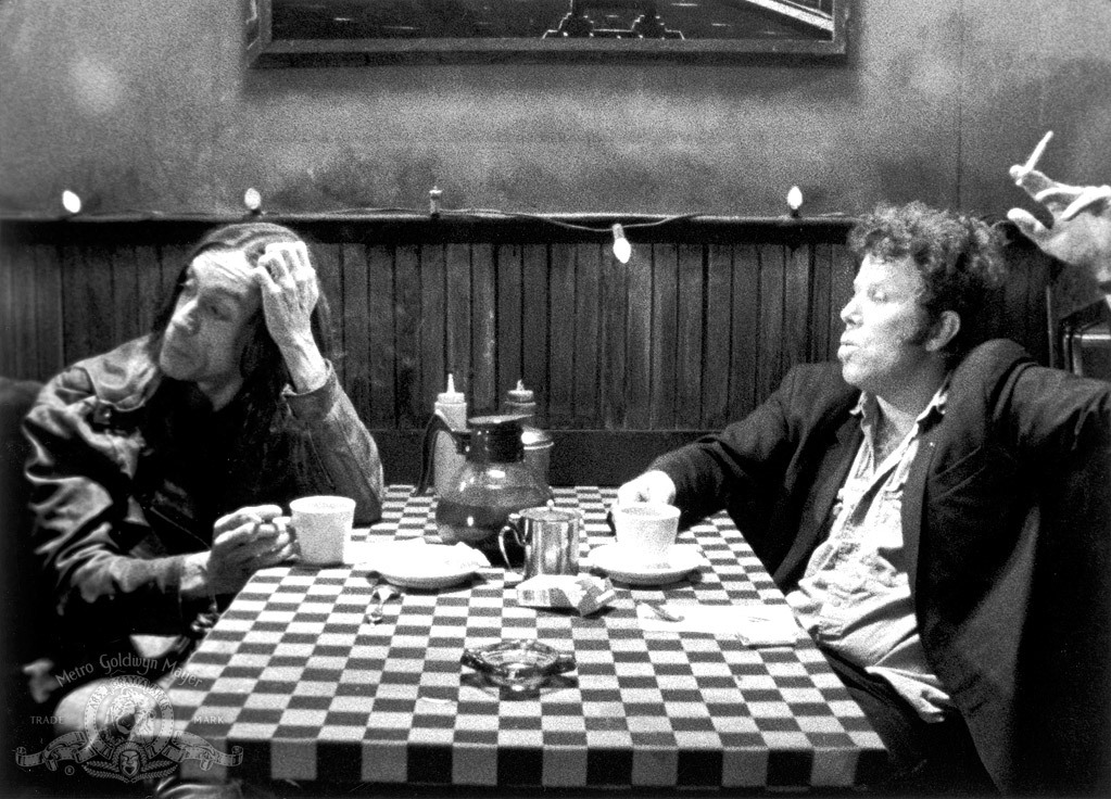 Iggy Pop et Tom Waits partageant la réplique dans Coffee and Cigarettes