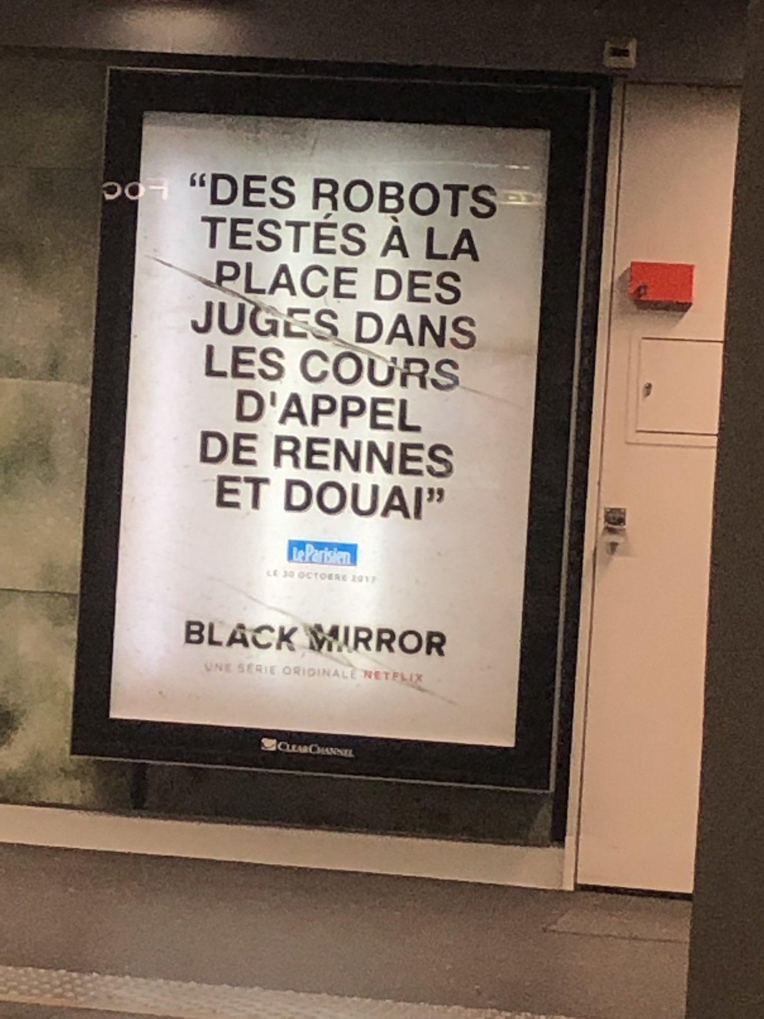 Affiche Black Mirror dans le métro Lyonnais. Crédit photo Twitter @ @alice_jmd